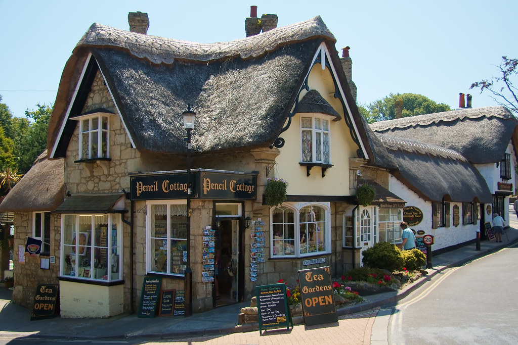 Pencil Cottage One Of The Many Thatched Houses In