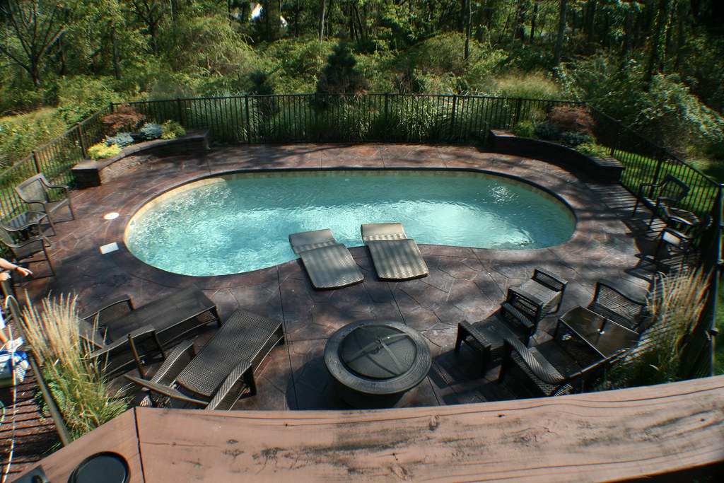 Monterey 12c viking pools kidney design pool designs for Piscinas de fibra usadas
