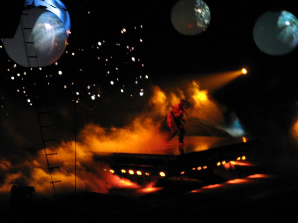 Kanye Glow In The Dark Tour