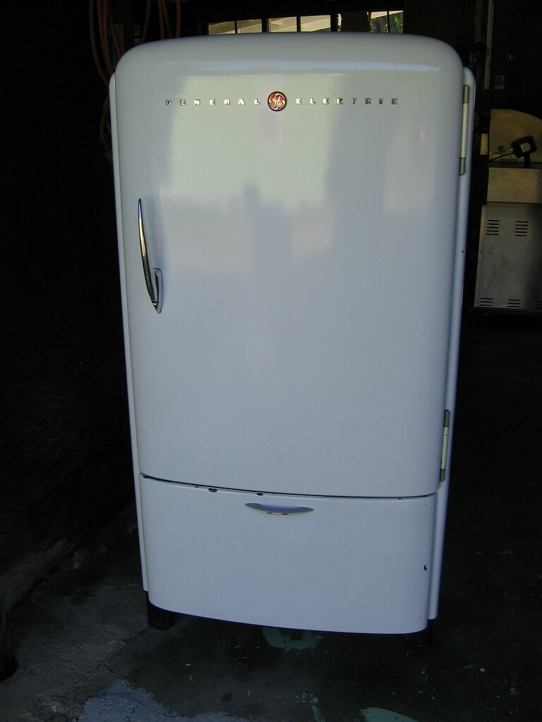 1942 Ge Refrigerator The Bottom Part Is A Tilt Out