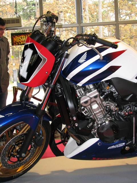 Honda cbf 600 detail a very nice cbf by honda for Salon moto nice