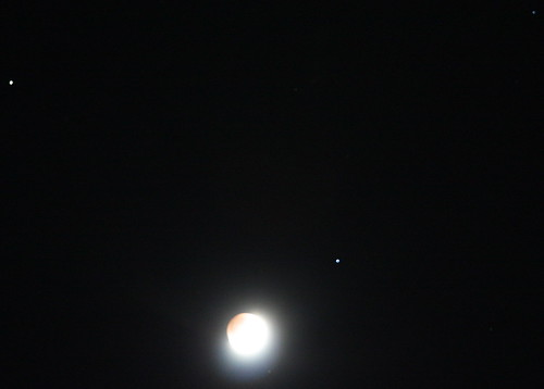 Moon with Saturn and Regulus | by erikrasmussen