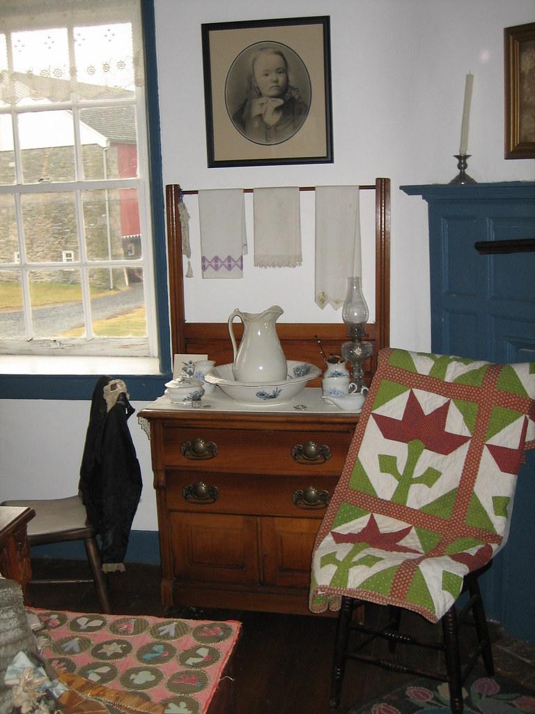 Front Bedroom Furniture in 1810 Pennsylvania German House