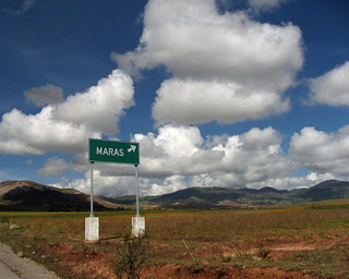 Sign to Maras, The Sacred Valley, Peru | by Landejo