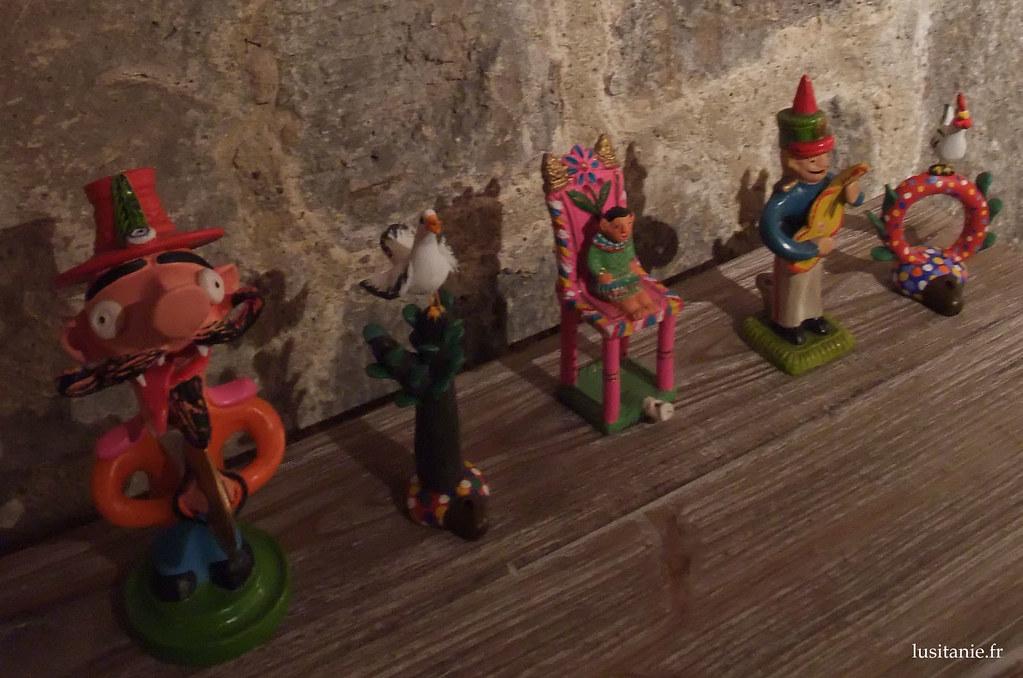 Apitos, sifflets : anciens jouets pour enfants pauvres