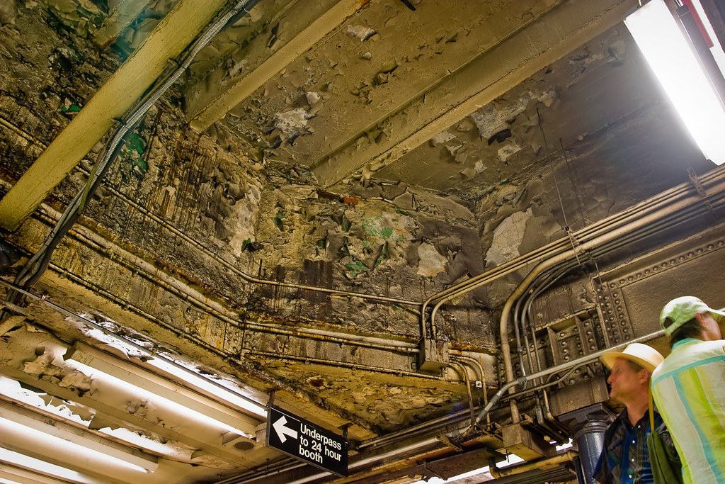 Nyc Subway Ceiling A Bit Dirty Just A Bit