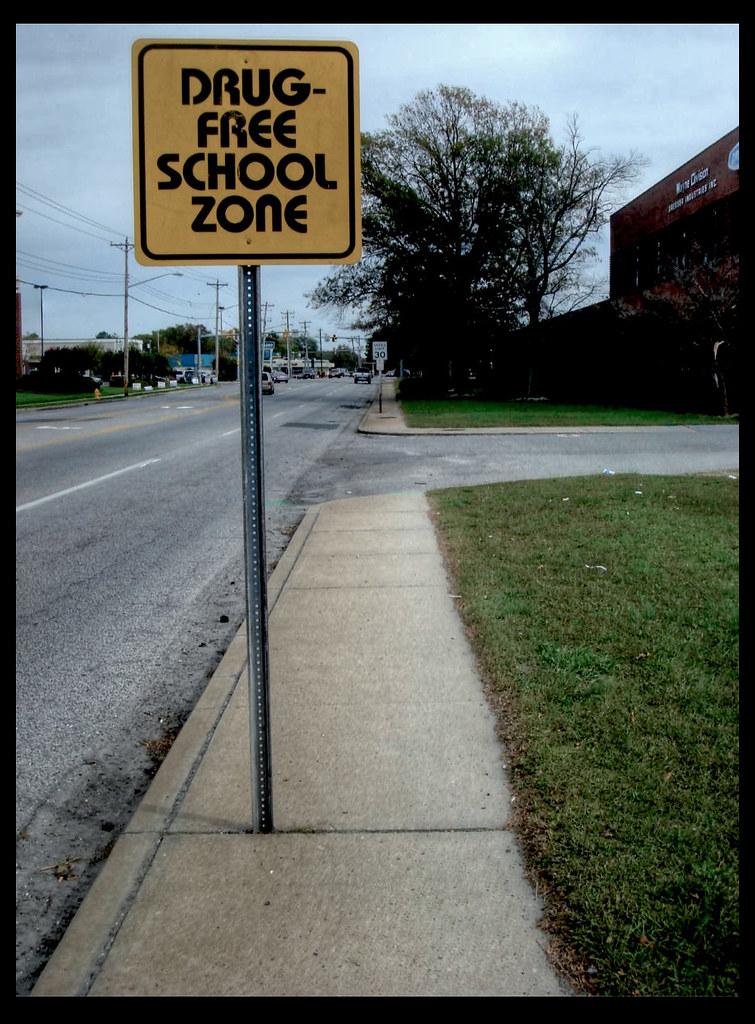 Citaten School Zone : Drug free school zone indeed view on black flickr