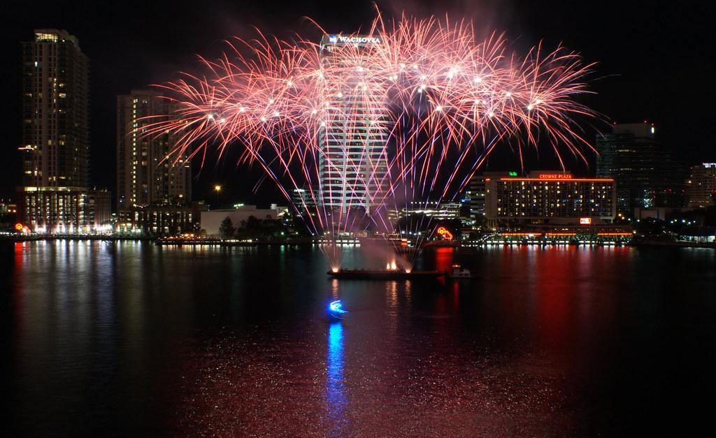 Jacksonville Fireworks Fireworks On The St Johns River