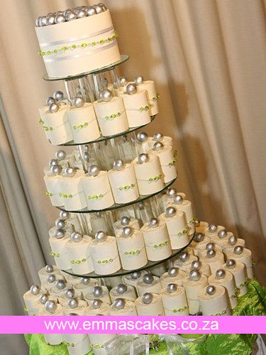 Mini Wedding Cakes For Each Guest
