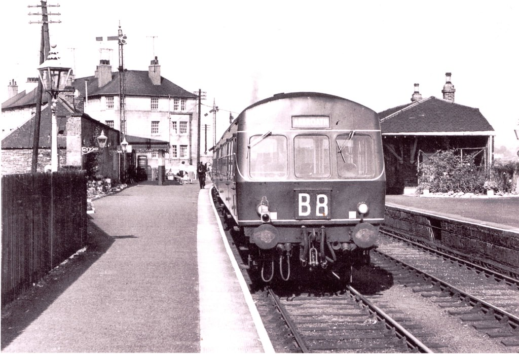arbroath bound dmu diesel train waits at tayport stati