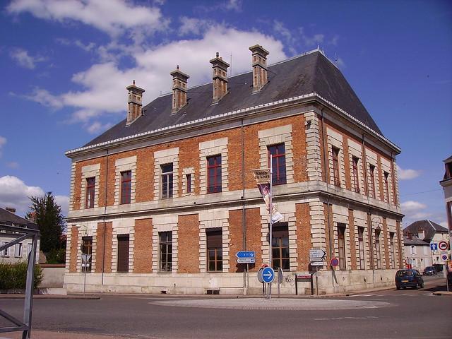 Tribunal d 39 instance de cosne cours sur loire situ pr s for Tribunal d instance salon de provence