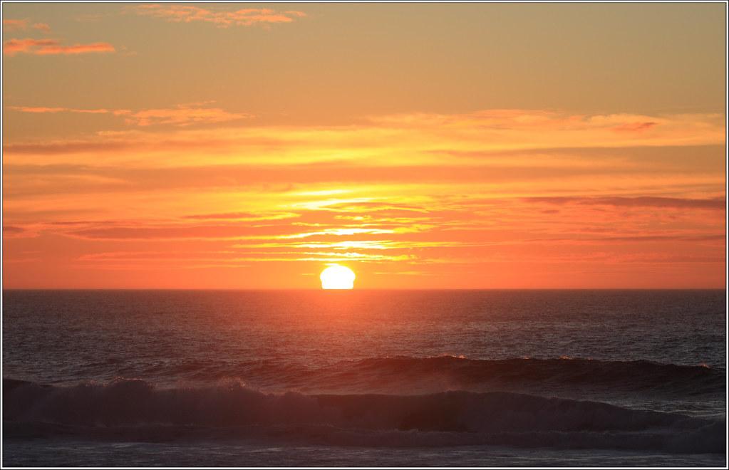 Mar olas y sol el horizonte limpio excepto donde for Donde esta el sol