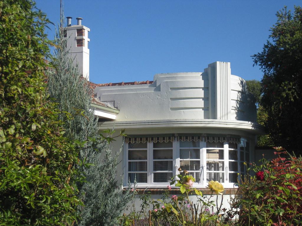 Art deco villa in eau de nil maryborough the facade of for Decoration de facade de villa