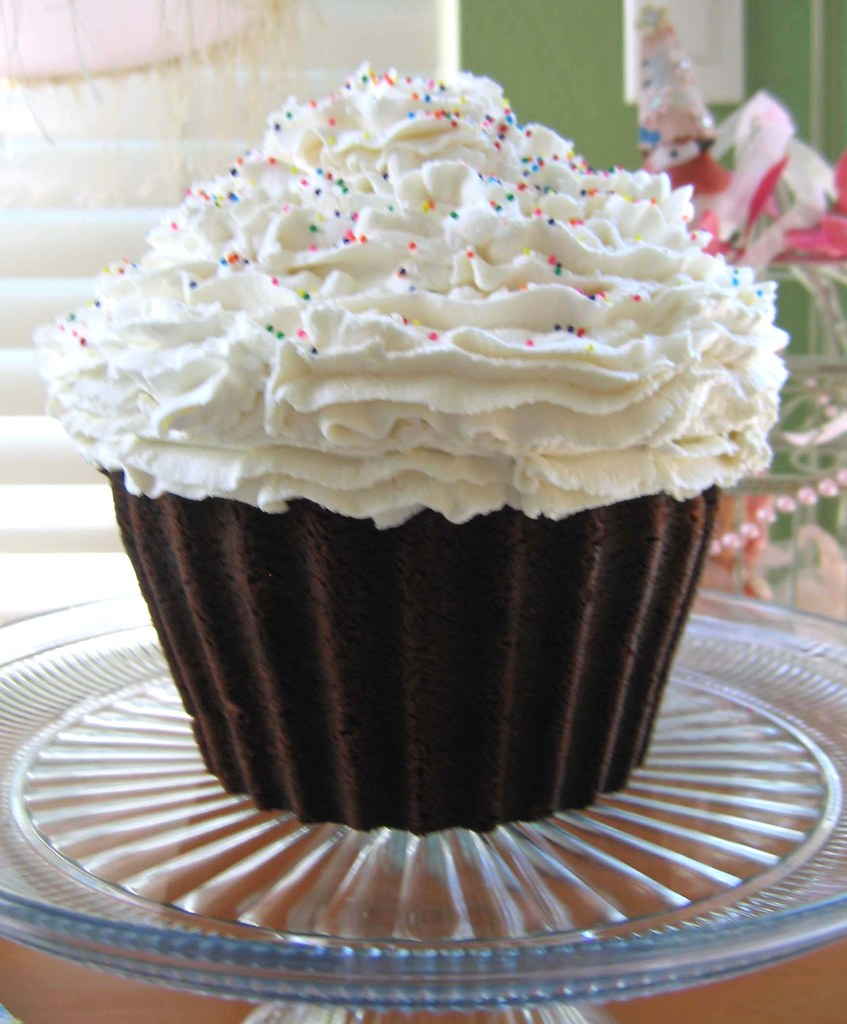 Cupcake Cake I Used The Wilton Giant Cupcake Cake Pan To