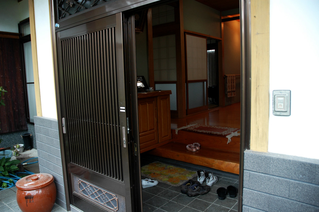 Traditional Foyer Jobs : Typical japanese entryway traditional so in