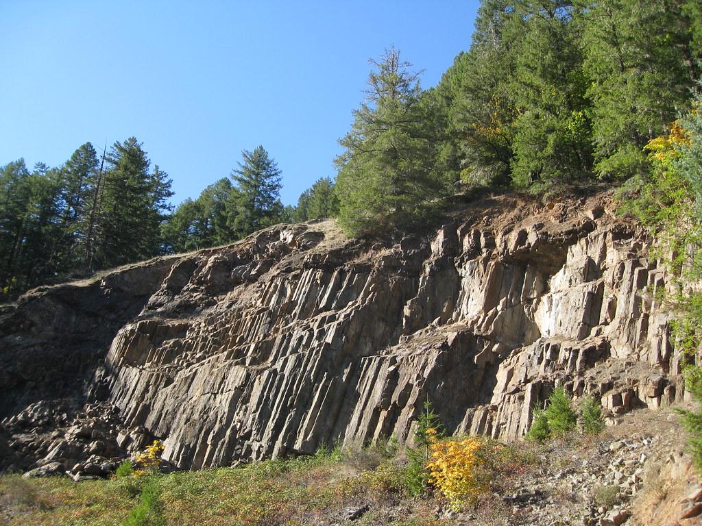 Basalt Stone Umpqua National Forest : Columnar andesite along north umpqua river i drove over