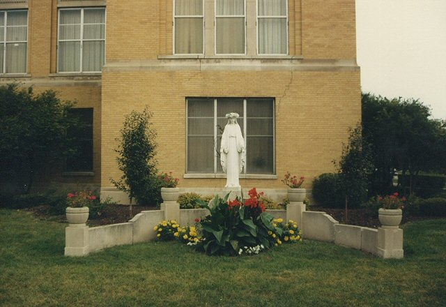 lourdes Catholic girls high school. Chicago Illinois. Augu ... | 640 x 440 jpeg 62kB