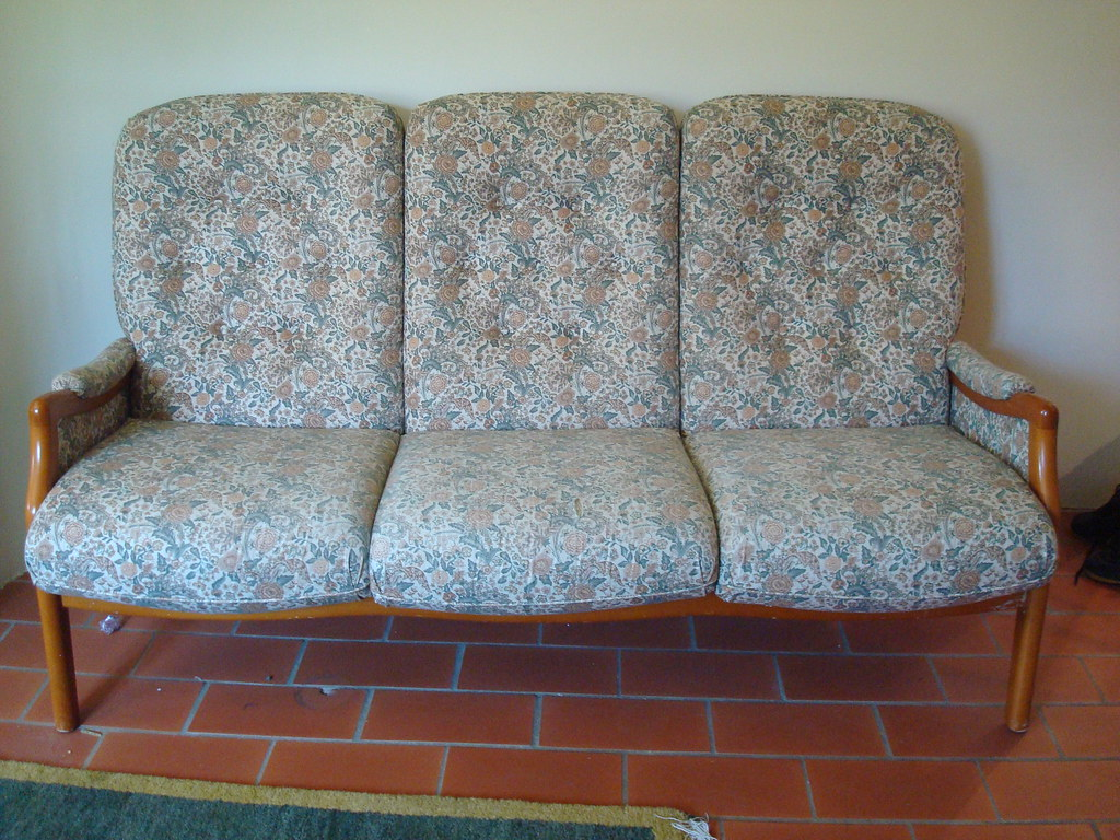 Cottage Sofa 50 Chf Country Cottage Style Sofa A Bit Worn Flickr