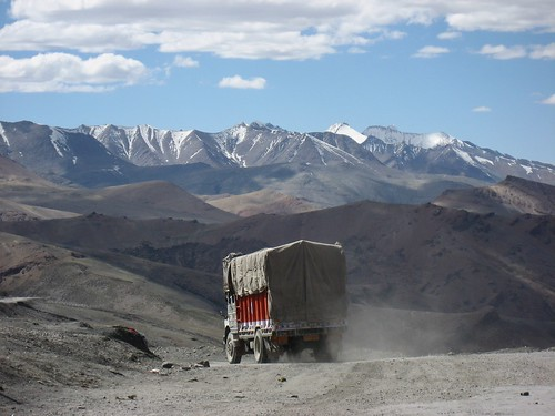 Insuperable barrier of Nature - Lonely truck in the Himalaya | by Daniela Hartmann (alles-schlumpf)