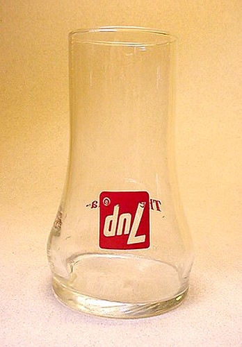 "7up ""THE UNCOLA"" UPSIDE DOWN GLASS 1970s 