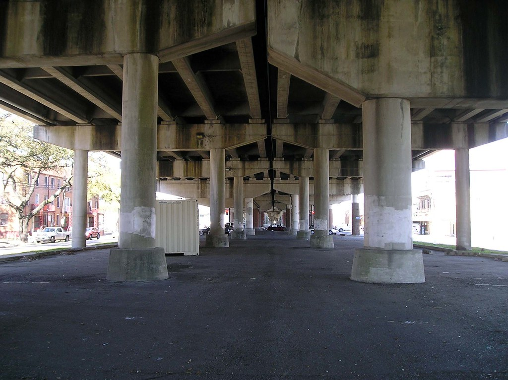 N claiborne ave new orleans the concrete columns used for Salon n 6 orleans