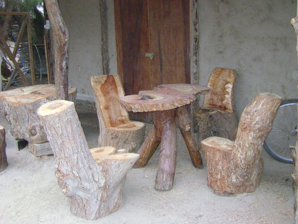 Muebles rusticos de troncos otra vista de comedor con for Muebles rusticos de campo