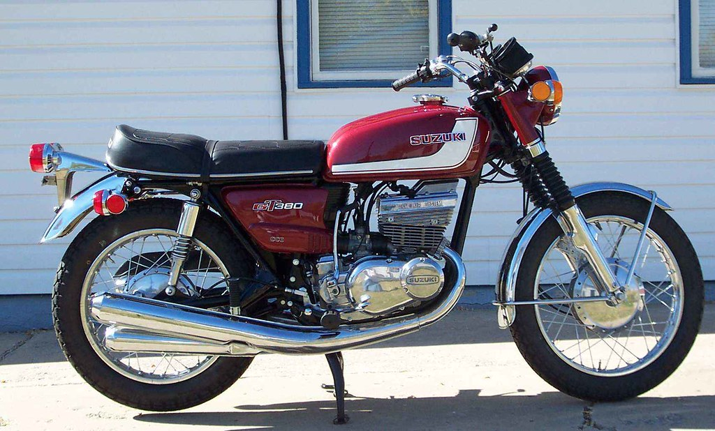 suzuki gt380 ram air 1972 a lovely restored suzuki gt. Black Bedroom Furniture Sets. Home Design Ideas