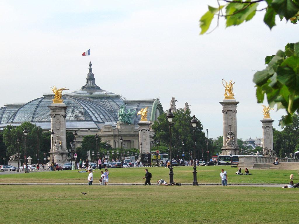 Le grand palais et le pont alexandre iii paris au for Architecte grand palais