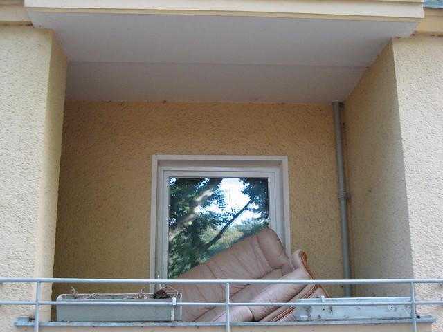 ein befreites sofa pa t auf jeden balkon photo j rg. Black Bedroom Furniture Sets. Home Design Ideas