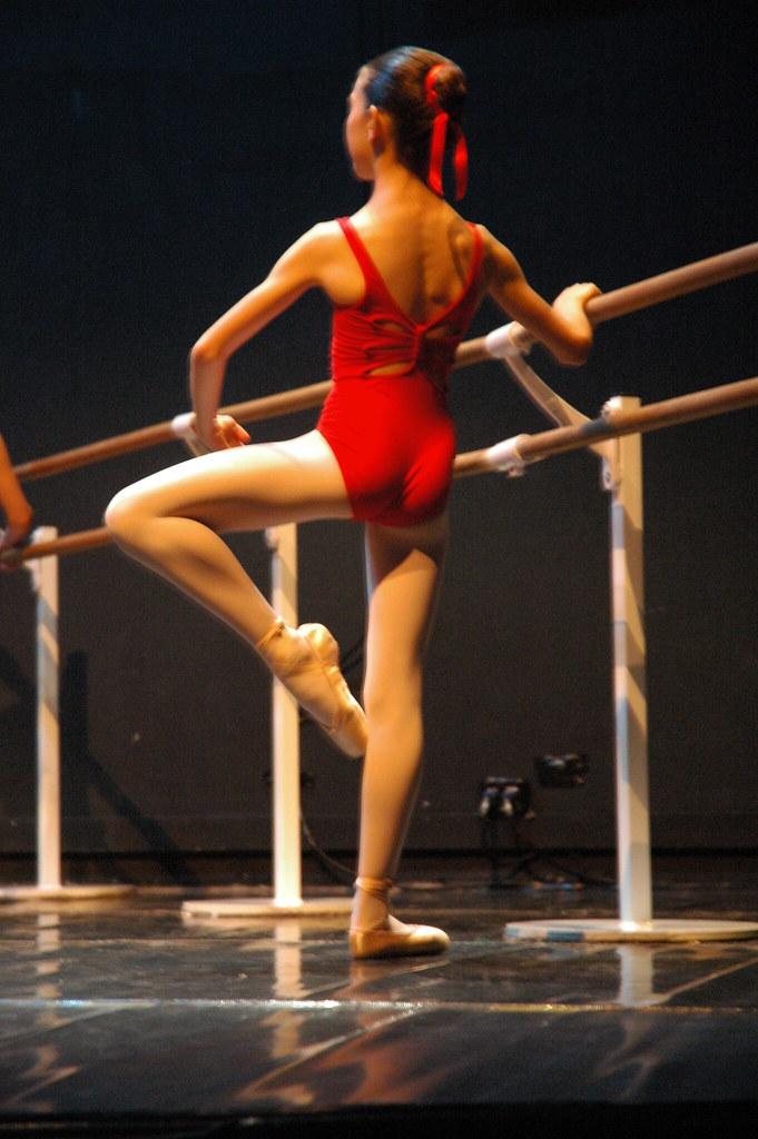Danse classique l ve la barre photo laura dyens for Hauteur barre danse classique