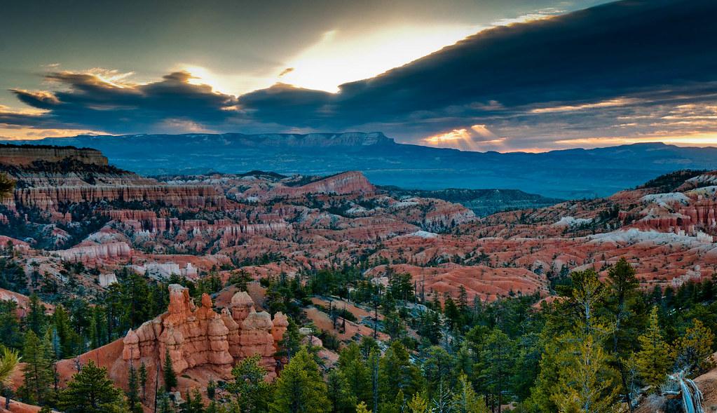 110422 Jtsg 2175 H Jpg Sunrise In Bryce Canyon National