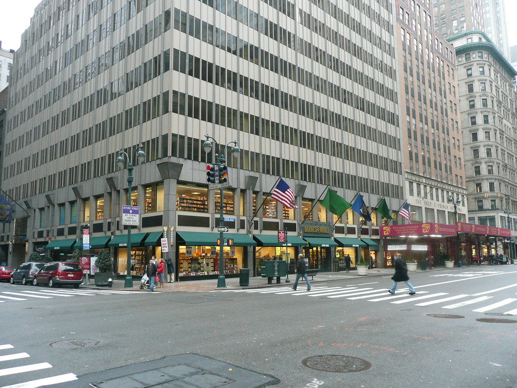 Barnes And Noble Manhattan 5th Ave Two Stories Great