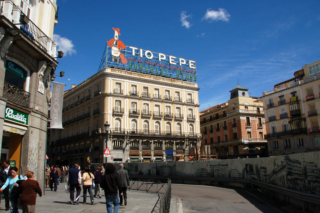 Madrid puerta del sol tio pepe sylvain bourdos flickr for Tio pepe madrid puerta del sol