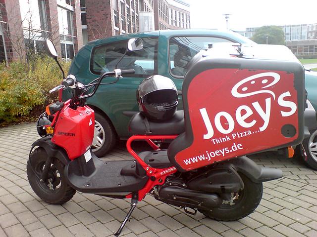 honda-zoomer-joes-pizza-roller-bremen   SIP Scootershop   Flickr