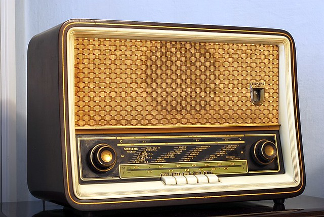Old radio by siemens shot with nikon d80 and nikkor 50mm for Classic house radio