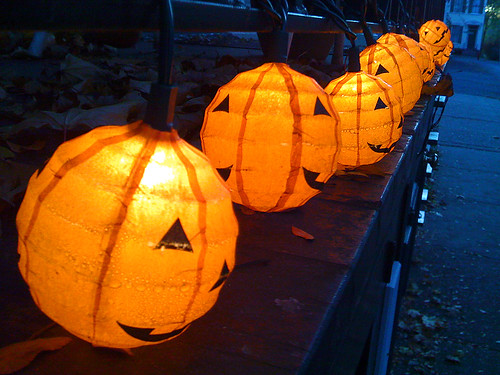 string 'o lanterns | by lookseeseen