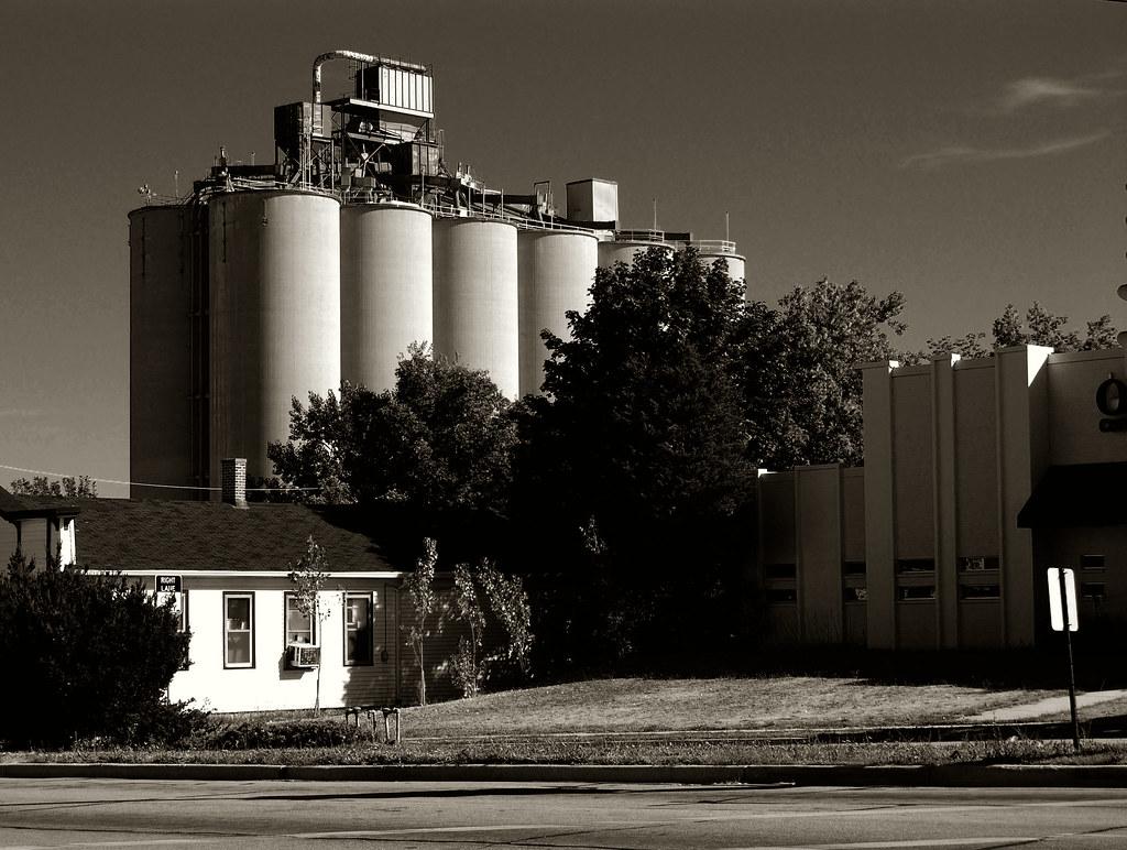 Medusa Cement Company : Medusa br cement company silos on the