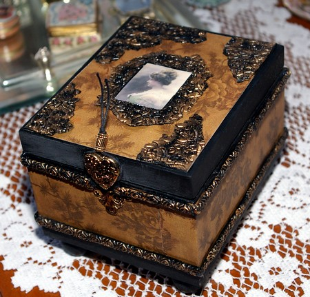 Vintage_jewlery_box_closed_2 | Altered Cigar box made with p… | Flickr