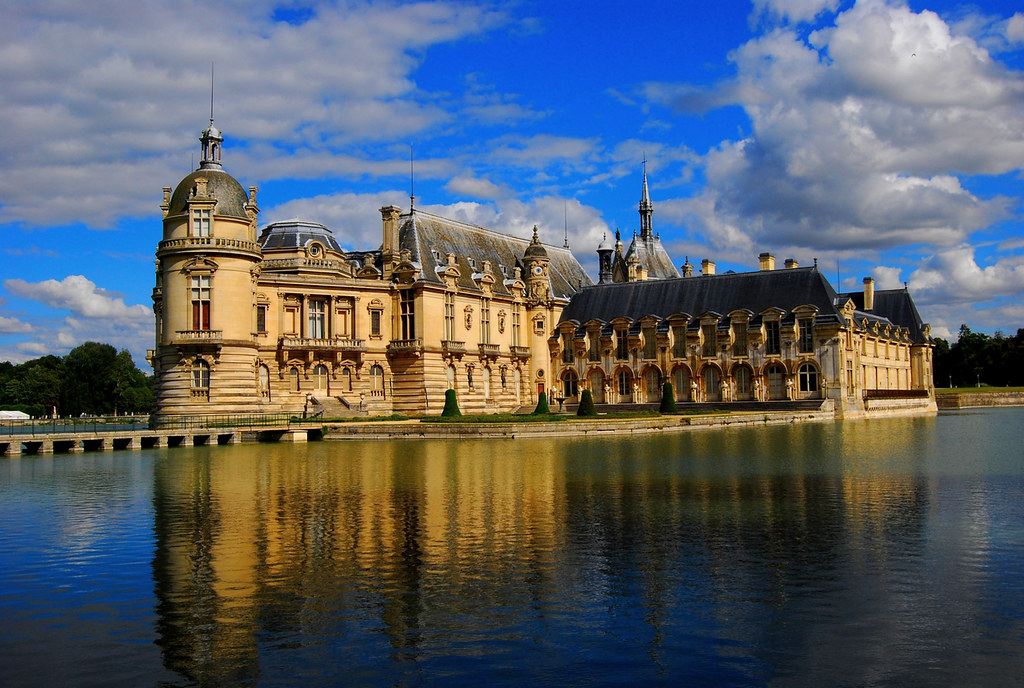chateau de chantilly castle of chantilly north of franc. Black Bedroom Furniture Sets. Home Design Ideas