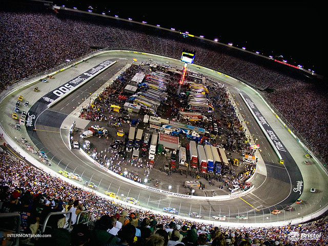 Half mile thunder sharpie 500 action at bristol motor for Bristol motor mile dealerships