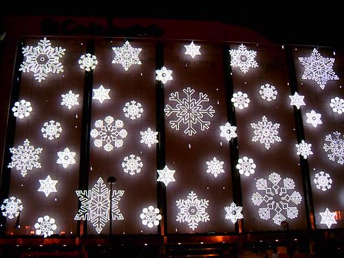 El corte ingl s renuncia a mostrar la navidad en su - Adornos navidenos en ingles ...