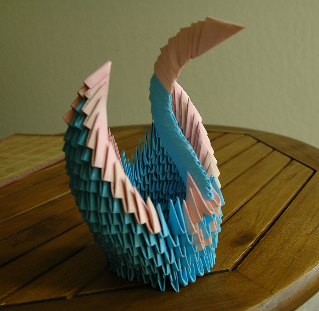 Modular Origami Swan From Stock Photo - Download Image Now - iStock | 1000x1024