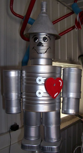 Tin man made from recycled cans julevision flickr for Tin man out of cans