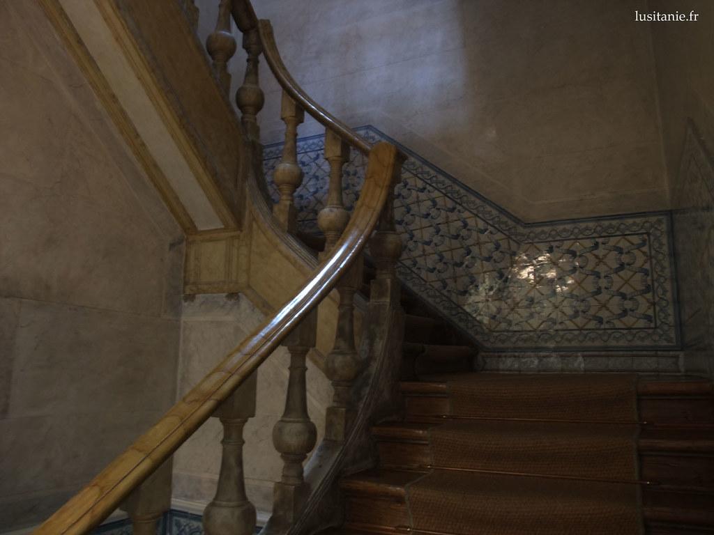 Escalier en bois et Azulejos