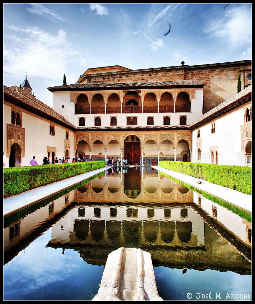 Granada alhambra patio de los arrayanes el patio de - Patios de granada ...