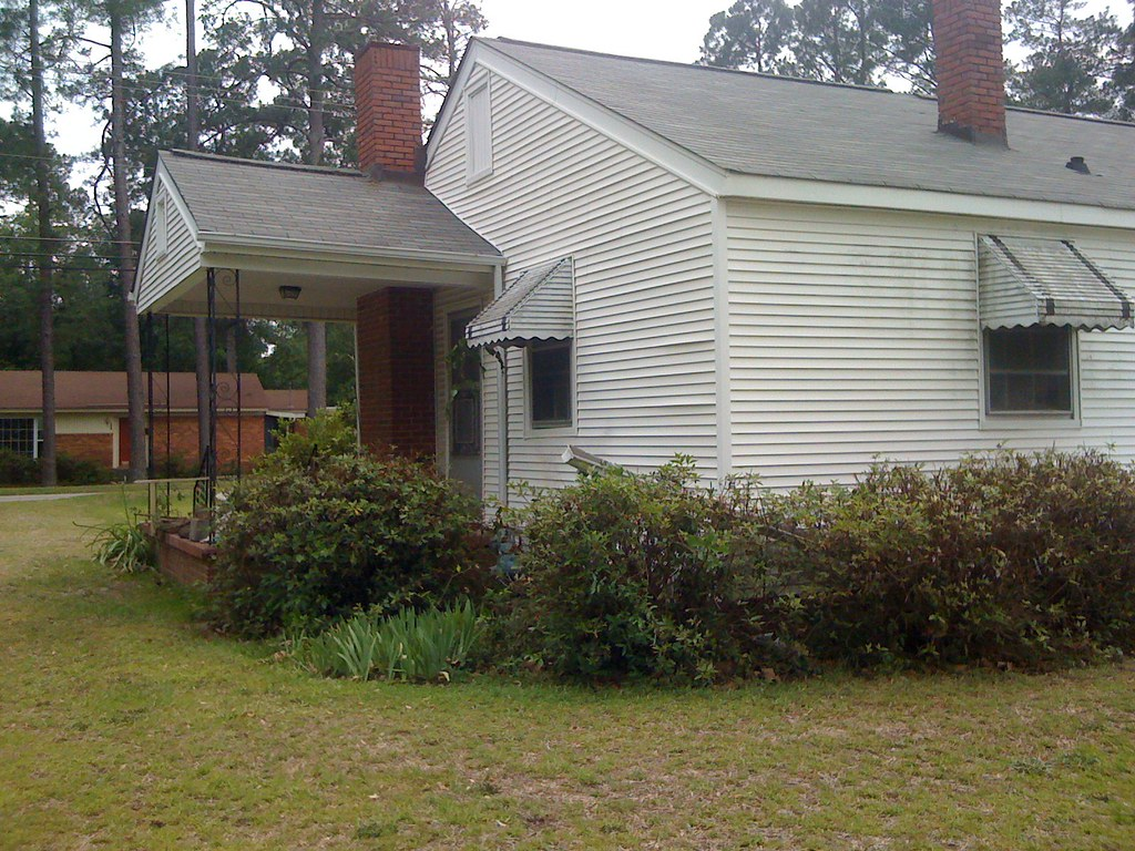 Side View | The left side of the house, the side porch off ...