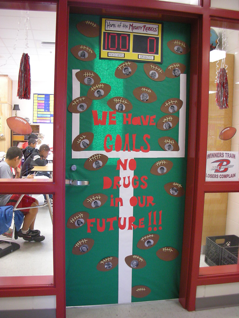 Image Result For Decorating Classroom Door For Christmas