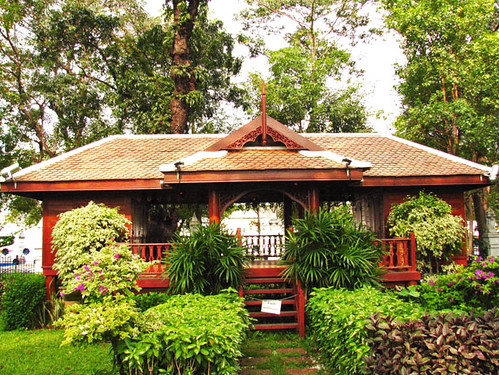 Traditional thai house a old traditional thai style for Thai classic house