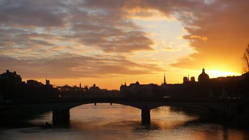 Levé de soleil sur la Seine et le pont du Carrousel