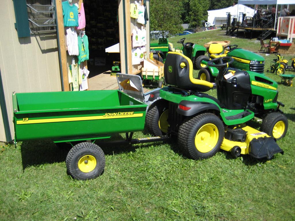John Deere Trailor : John deere la lawn tractor with trailer a gladhill